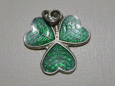 ANTIQUE VINTAGE STERLING SILVER GERMANY GREEN ENAMEL CLOVER CHARM FOR BRACELET