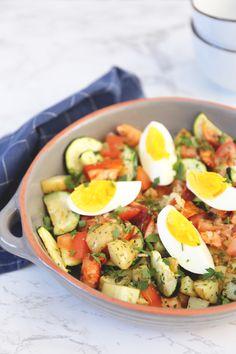 Een lekkere maaltijdsalade met aardappel, ei en zalm. Klik op de foto om het recept te bekijken! Healthy Soup, Healthy Drinks, Healthy Eating, Healthy Recipes On A Budget, Healthy Dinner Recipes, Shrimp Recipes, Salmon Recipes, I Want Food, Diner Recipes
