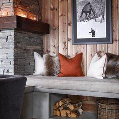 ✨Det er veldig mye vi liker ved hytta til – som kommer i ma… - Patchwork Cabin Homes, Log Homes, Cabin Design, House Design, Chalet Interior, Cabin Interiors, Interior Decorating, Interior Design, Cozy Cabin