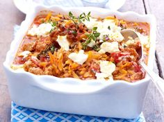 Greek chopped casserole with Kritharaki noodles - Hackfleisch-Rezepte - Casserole Greek Recipes, Meat Recipes, Pasta Recipes, Cooking Recipes, Healthy Recipes, Musaka, Oven Dishes, Healthy Eating Tips, Popular Recipes