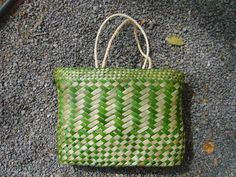 Fashion Kete Backpack Potae /hats Kete riwai large open weave all purpose basket Kete Putea a finer class of basket for holding small articles Kete Tatahi an all purpose kete Kete whakairo a patterned and coloured kete Kete Pure ceremonial kete Flax Weaving, Weaving Art, Simplicity Is Beauty, Maori Art, Life Form, Open Weave, Beading Tutorials, Straw Bag, Projects To Try