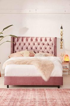Pink bedroom design with velvet tufted bed. The himalayan salt lamp are filling the space with love minimalist//bedroom ideas//bedroom decor//room decor//home decor//living room // home hacks//home remedies Pink Bedding, Black Bedding, Luxury Bedding, Bedding Sets, Bedroom Furniture, Bedroom Decor, Bedroom Ideas, Decor Room, Apartment Furniture