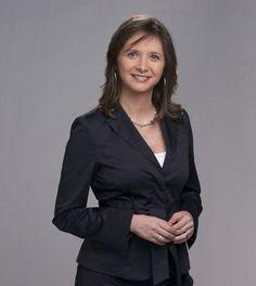 Mónica Pérez Marín, Chile, 1971 | Ex corresponsal de guerra (Irak, Palestina, Bagdad, caso Pinochet). Ahora conduce el noticiero matutino de Televisión Nacional de Chile.