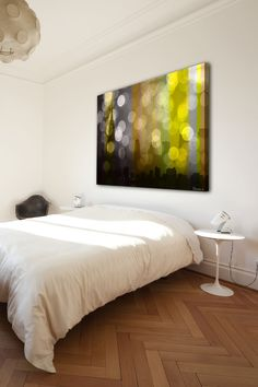 Love the big canvas above the bed. This picture? U-gly