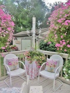 Chic little corner turned into a romantic dining spot
