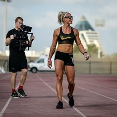 Sara Sigmundsdottir - such an inspirational crossfit athlete and an already hardworker Nutrition Crossfit, Crossfit Body, Crossfit Women, Crossfit Motivation, Diet Motivation, Muscle Fitness, Fitness Goals, Sara Sigmundsdottir, Nike
