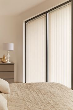 Vertical blinds are a great choice for wide windows, particularly when privacy is important Love Time, Flat Ideas, Window Coverings, Blinds, It Is Finished, Chalkboard Paint, Windows, Furniture, Nice