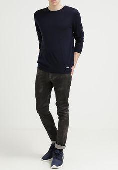 One Green Elephant - TENDO - Jeans Slim Fit (grey coated) - 110 € (Zalando)