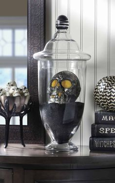 Diy Halloween Spooky Skull Display In Minutes This Diy Halloween Skull Display Takes Only A Few Minutes To Put Together It 39 S The Perfect Last Minute Holiday Decor Idea Vintage Halloween Decorations, Halloween Home Decor, Halloween House, Halloween Diy, Halloween Skull, Holiday Decor, Outdoor Halloween, Halloween Queen, Halloween Wreaths
