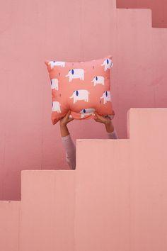 """Cojín """"Elephants"""" Bandide Unos elefantes en La Muralla Roja de Bofill #cushion #lamurallaroja #ricardobofill #design #kids"""