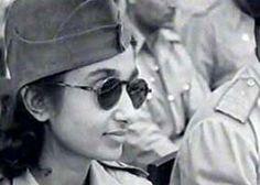 Lakshmi Sehgal foi uma revolucionária no movimento de independência da Índia, oficial do exército nacional indiano e, depois, Ministra dos Assuntos para Mulheres no governo Azad Hind. Na década de 1940, ela comandou o regimento Rani de Jhansi – um regimento composto apenas por mulheres que visavam derrubar o Raj britânico na Índia colonial. O regimento foi um dos poucos que tiveram combatentes apenas de mulheres na Segunda Guerra Mundial.