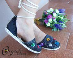 Oigalê Arco-íris de flores!!! Alpargatas bordadas de forma artesanal!!! Bjos coloridos e brilhantes