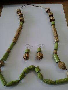 Collana realizzata con perle di carta