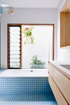 Mini carreaux carrés pour la salle de bain | Pastel blue tiles front gabled extension to a Melbourne house by Dan Gayfer Design
