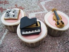 Music Lover Cupcakes piano and violin! Music Cupcakes, Love Cupcakes, Cupcake Cookies, Cupcake Bakery, Fondant Toppers, Fondant Cakes, Cake Pops, Piano Cakes, Beautiful Cupcakes