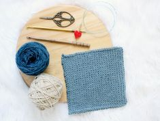 Learn how to Tunisian crochet with the step-by-step tutorial, where beginner can learn how to start, create the Tunisian knit stitch and bind off.