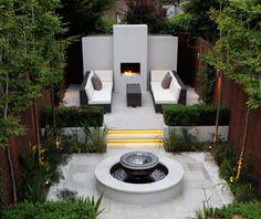 small yard w/fountain