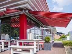 The Markilux 6000 retractable cassette awning, brimming with engineering and innovation, is a design award winner. Retractable Awning, Design Awards, North America, Photo Galleries, Gallery, Outdoor Decor, Home Decor, Tents, Porches