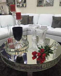 Estos hermosos adornos, mesas y espejos podrás encontrarlos aqui @vestahogarrd en @galeria360, primer nivel. #decoration #adornos #home #cushions #furniture #details
