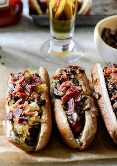 Loaded Cheddar Hot Dogs – Looking for a great way to celebrate National Hot Dog Day? Look no further than this delicious recipe—complete with bacon, white cheddar cheese, and onions. I Love Food, Good Food, Yummy Food, Healthy Food, Garlic Mushrooms, Stuffed Mushrooms, Hot Dog Buns, Hot Dogs, Brat Sausage