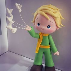 Pequeno príncipe Polymer Clay Dolls, Polymer Clay Crafts, Polymer Clay Creations, Little Prince Party, The Little Prince, Fondant People, Prince Cake, Clay Figures, Cakes For Boys