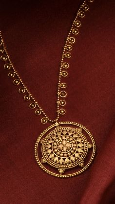 A delicate strand of medallions punctuated with a radiating pendant in gold. Gold Jewelry Simple, 18k Gold Jewelry, Gold Chain Design, Gold Jewellery Design, Gold Pendent, Pendant, Gold Earrings Designs, Stiletto Nails, Gold Necklace