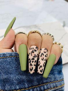 Leopard Nail Designs, Green Nail Designs, Coffin Nails Matte, Best Acrylic Nails, Matte Green Nails, Dope Nails, Swag Nails, Nails Ideias, Leopard Print Nails