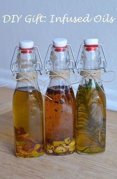 Make delicious homemade infused olive oils for your friends and family. Garlic, lemon, and rosemary infused olive oils great as gifts. Diy Food Gifts, Diy Holiday Gifts, Jar Gifts, Homemade Gifts, Gift Jars, Candy Gifts, Homemade Food, Christmas Gifts, Handmade Christmas