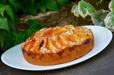 Un gâteau bien moelleux aux fruits de saison (on peut remplacer les abricots par des pêches ou mélanger les 2). Ingrédients pour 6 personnes (moule de 20 cm de diamètre): 2 oeufs 100g de sucre 1,5 sachets de sucre vanillé 165g de farine 1/2 paquet de...