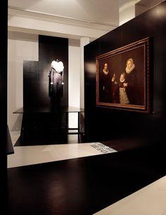 Antwerpen, MoMu 'Zwart - Meesterlijk zwart in mode en kostuum' (2010)