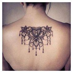 Tatouage de Femme : Tatouage Coeur Noir et gris sur Dos ! ❤ liked on Polyvore featuring beauty products and fragrance