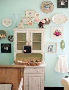 using vintage plates and frames for a retro themed baby nursery
