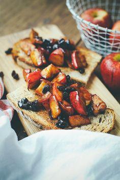 Maple Apple + Currants on Sourdough Toast Sandwich Recipes, Fruit Recipes, Happy Fruit, Toast Sandwich, Fruit In Season, Delish, Sweet Treats, Brunch, Tasty