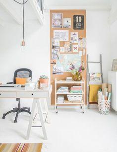 DIY com Cortiça - 10 Projetos de Faça Você Mesmo - How To Do - Como Fazer - Cortiça - DIY Baratos - DIY Fáceis - DIY Home Decor - Projects - Painél de Cortiça - Painél de Recados - Porta Recado - Painél de Fotos - #Blog Decostore - Decoração de Escritórios - Escritórios Decorados - Office Life - Home Office - #BlogDecostore