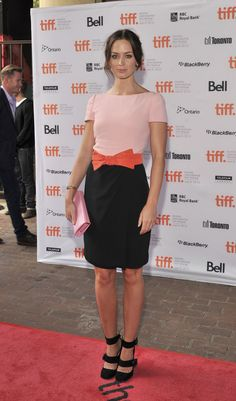 Emily Blunt: 'Your Sister's Sister' Premiere with Ewan McGregor: Photo Emily Blunt adds a pop of color to the red carpet at the premiere of Your Sister's Sister at Ryerson Theatre during the 2011 Toronto International Film Festival… Emily Blunt, Olivia Wilde, Olivia Munn, Star Fashion, Fashion News, Fashion Trends, Women's Fashion, Your Sister's Sister, Nice Dresses
