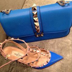 Valentino - Cobalt Blue and Shoes Foto Fashion, Fashion Killa, Beautiful Handbags, Valentino Shoes, Luxury Shoes, Blue Shoes, Me Too Shoes, Bag Accessories, High Heels