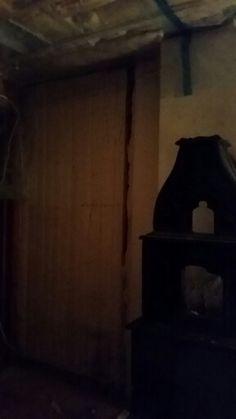 Stuen vegg bak ovn