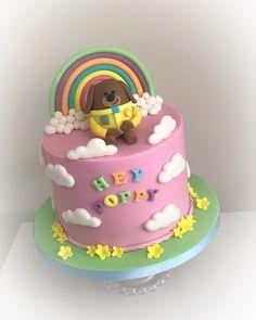 "Peri Clarke on Instagram: ""Hey duggee cake #heyduggee #heyduggecake #rainbowcake #cloudcake #1stbirthdaycake #massaticino"" Girls 2nd Birthday Cake, Hubby Birthday, Boy Birthday Parties, Birthday Ideas, Baby First Cake, Birhday Cake, Girly Cakes, Novelty Cakes, Cake Servings"