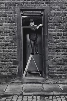 Tom Greenwood cleaning 1976 by Martin Parr