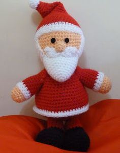 *Free Crochet Pattern: Ravelry: Papa Noel - Santa Claus (amigurumi) pattern by Sabrina Rendón Crochet Christmas Decorations, Christmas Crochet Patterns, Holiday Crochet, Christmas Knitting, Crochet Santa, Crochet Amigurumi, Amigurumi Patterns, Crochet Dolls, Free Crochet