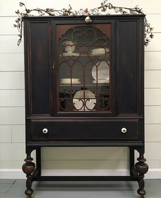 Interieur China cabinet with lamp black and Mahogany stained legs How much water does a lawn really Chalk Paint Furniture, Black Furniture, Home Decor Furniture, Furniture Projects, Furniture Makeover, Furniture Outlet, Discount Furniture, Kitchen Furniture, Dresser Makeovers