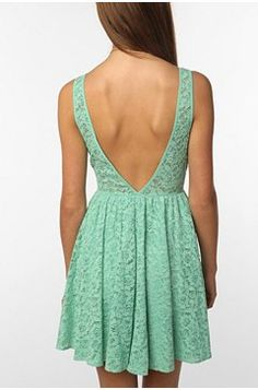 lace. backless. perfect. !