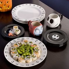 Jack Skellington Plate Set -- -- That's it! I found my new plates for my house, I'm done looking ! Nightmare Before Christmas Decorations, Halloween Decorations, Jack Skellington, Tim Burton, Jack The Pumpkin King, Christmas Love, Christmas Dishes, Christmas Things, Christmas Wedding