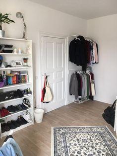lichtdurchflutetes schlafzimmer mit leseecke und arbeitsbereich schlafzimmer wg zimmer. Black Bedroom Furniture Sets. Home Design Ideas