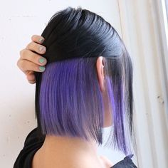 short and colorful hair ideas- idées de cheveux courts et colorés short and colorful hair ideas If you think you can& try different hair colors of this style because your hair is short, you are so wrong! Hair Color Streaks, Hair Color Purple, Hair Dye Colors, Cool Hair Color, Peekaboo Hair Colors, Purple Hair Highlights, Dyed Hair Purple, Brunette Highlights, Edgy Hair Colors