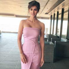 Amazing looks of Disha Patani Indian Bollywood Actress, Bollywood Girls, Beautiful Bollywood Actress, Beautiful Indian Actress, Bollywood Fashion, Bollywood Stars, Bollywood News, Bollywood Images, Indian Celebrities