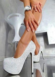 Beautiful High Heels #platformpumpsglitter #platformhighheelswhite