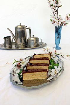 Tarta de almendra con crema de café -  Javanais :: Mandlové řezy s kávovým krémem - Javanais http://sladkyaslanydulceysaladodomains.tumblr.com/post/112420793127/mandlove-rezy-s-kavovym-kremem-javanais-tarta