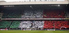 Op de westtribune van het Philips Stadion hielden PSV-supporters zondag 15 maart jl. duizenden groene, witte en rode papiertjes omhoog, waarmee ze de Mexicaanse vlag vormden. Ook hing er een spandoek met de tekst: 'Andrés Guardado, onze gouden Mexicaanse adelaar, moet bij PSV blijven. Ons huis is jouw huis.'