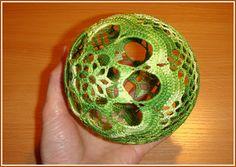 Crochet gold: Balloons for Christmas!